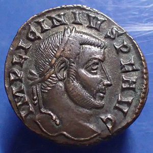 LICINIUS Ie, follis, Ticinum